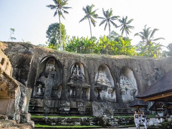 10 rock-cut candi at Gunung Kawi Temple