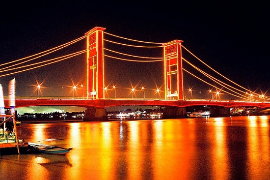 Night ilumination in Ampera Bridge