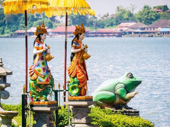 Dewi Danu Statues at Pura Ulun Danu Beratan