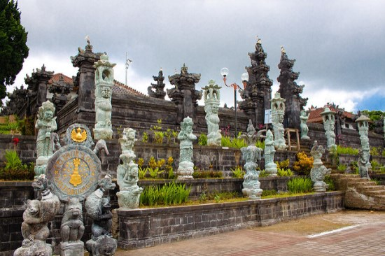 The gate of Pura Besakih